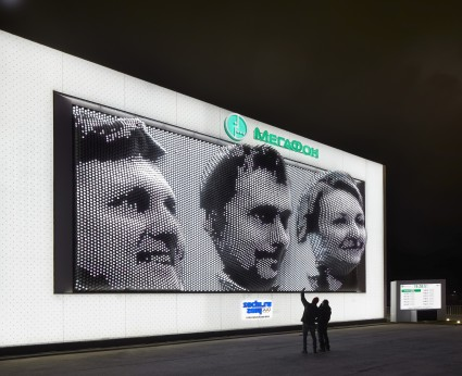 Scott previewing the automated composition on the Megafaces facade, Sochi Olympics