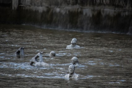 ThamesHorses_nearlySubmerged